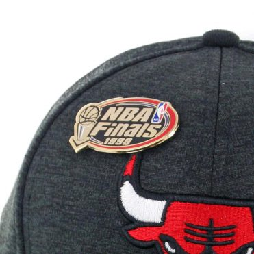 New Era 9Fifty Chicago Bulls Pin Snapback Hat Black