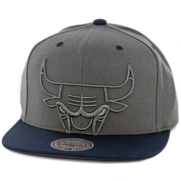 Mitchell & Ness Chicago Bulls Green Eyes Logo Snapback Hat Charcoal