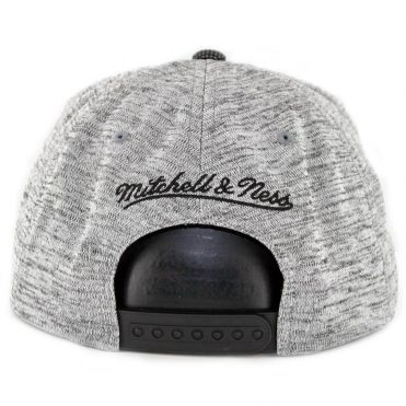 Mitchell & Ness Chicago Bulls Space Knit Snapback Hat Silver Charcoal